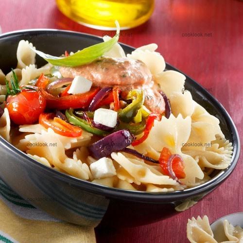 Pâtes aux légumes et sauce parmesan