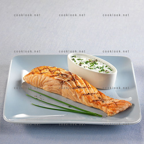 Pavé de saumon et sa sauce au fromage blanc
