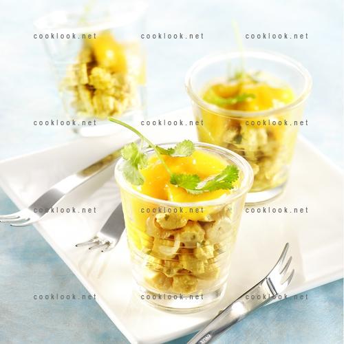 Verrine de poulet au curry et chutney de mangue