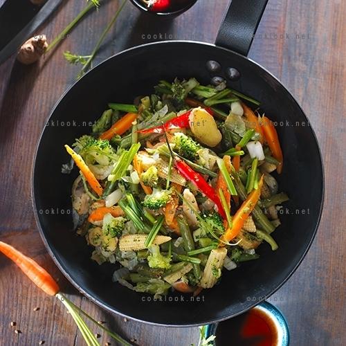 Poêlée thaïlandaise de légumes