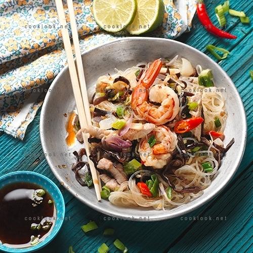 Vermicelles de riz en salade pimentée