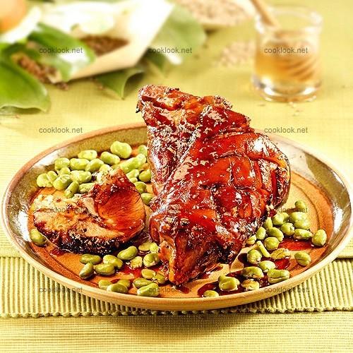Jarrets de porc caramélisés, aux fèves