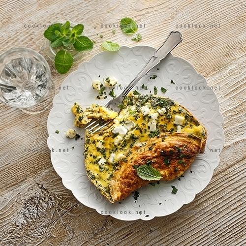Omelette avec feta et menthe