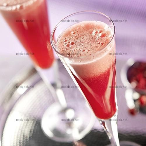 Photo culinaire cocktail champagne au jus de grenade for Cocktail au champagne