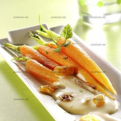 Jeunes carottes et sauce au soja