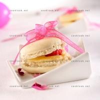 photo recette Macarons mousse chocolat et cœur framboise