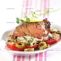 photo recette Steaks aux tomates, olives et anchoïade