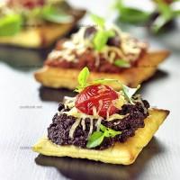 photo recette Mini toasts de tapenade, tomate et emmental